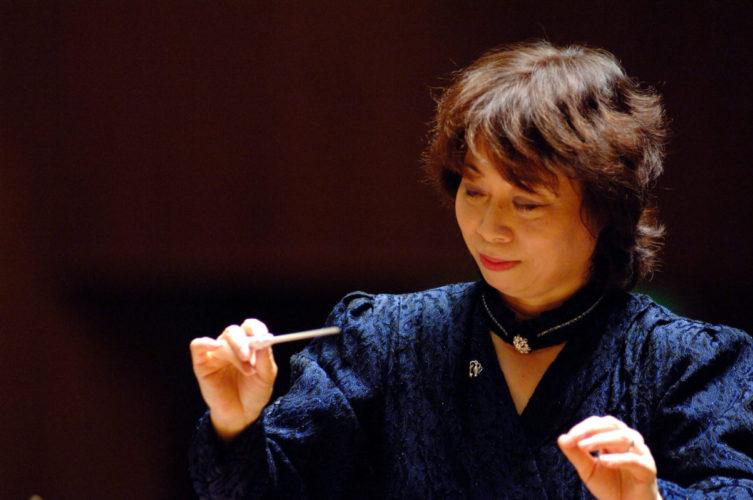 松尾葉子 指揮している画像